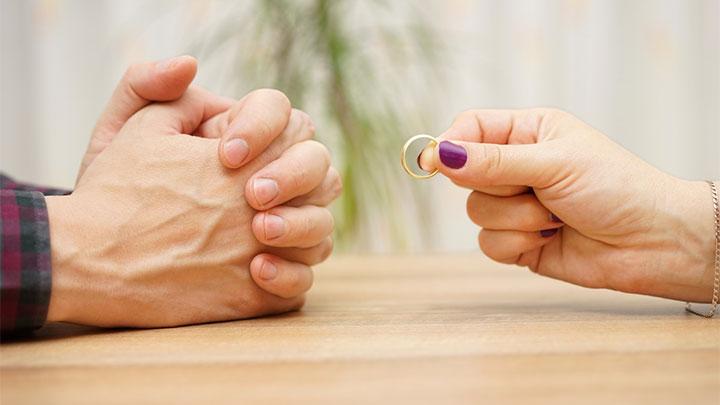 حق طلاق زن در تنگنای قوانین مردسالار